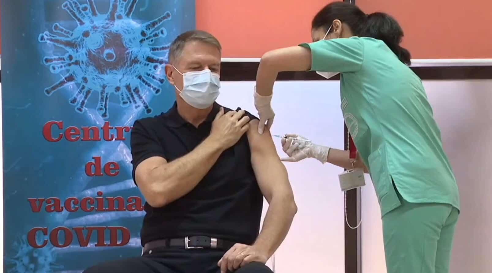 Președintele Klaus Iohannis a fost vaccinat cu vaccinul Pfizer/BioNTech la Spitalul Militar Central Dr. Carol Davila