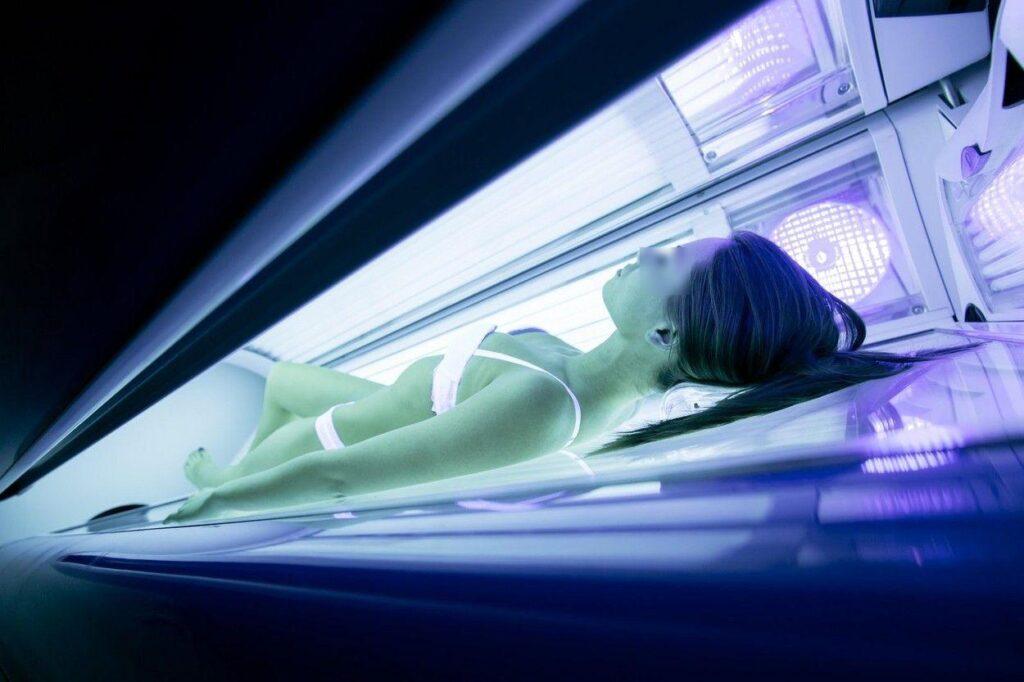 Femeie găsită moartă la solar, în Austria. Cadavrul, descoperit de o clientă care-și aștepta rândul să se bronzeze